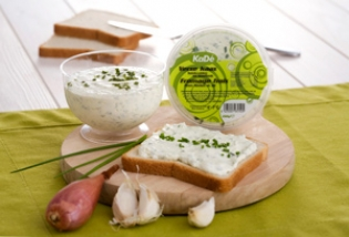 The different kinds of herb cheese you got to know above, belong to the permanent KaDé range.